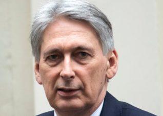 Philip Hammond kêu gọi các nhà lãnh đạo doanh nghiệp chấp nhận Brexit